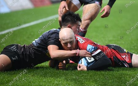 Joe Simpson of Gloucester chases back to touch the ball down and prevent Marcus Smith of Harlequins scoring; Kingsholm Stadium, Gloucester, Gloucestershire, England; English Premiership Rugby, Gloucester versus Harlequins.