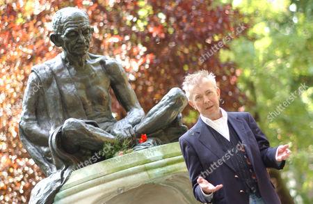Presenter Ray Gosling with statue of Mahatma Gandhi.