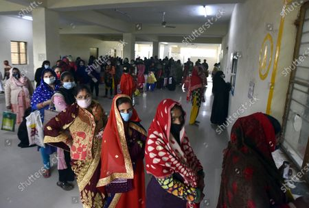 People wait in queue to give sample for corona testing at Swami Daya Nand Hospital, Dilshad Garden, on December 3, 2020 in New Delhi, India.