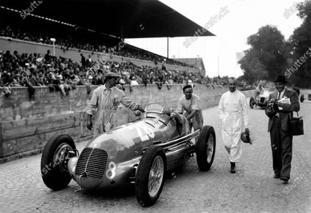 Bremgarten, Berne, Switzerland. 20th August 1939. Rene Dreyfus, Maserati 8CTF, 8th position overall, walks with his car and mechanics to the grid, portrait.  World Copyright: Robert Fellowes/LAT Photographic. Ref:  RF39_CH_C3.