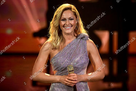 epa08865442 German singer Helene Fischer performs on stage during the 'Ein Herz Fuer Kinder' (lit: A Heart for Children) gala show in Berlin, Germany, 05 December 2020. German television channel ZDF and newspaper 'Bild' collected donations for children's charity organizations in Germany and the whole world. EPA-EFE/CLEMENS BILAN / POOL
