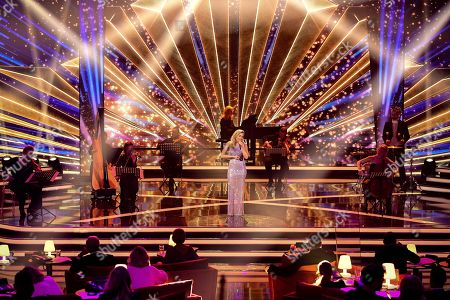 epa08865448 German singer Helene Fischer performs on stage during the 'Ein Herz Fuer Kinder' (lit: A Heart for Children) gala show in Berlin, Germany, 05 December 2020. German television channel ZDF and newspaper 'Bild' collected donations for children's charity organizations in Germany and the whole world. EPA-EFE/CLEMENS BILAN / POOL