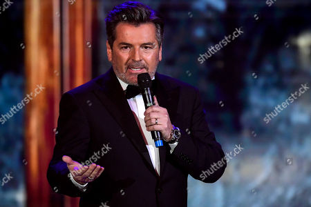 epa08864976 German musician Thomas Anders performs on stage during the 'Ein Herz Fuer Kinder' (lit: A Heart for Children) gala show in Berlin, Germany, 05 December 2020. German television channel ZDF and newspaper 'Bild' collected donations for children's charity organizations in Germany and the whole world. EPA-EFE/CLEMENS BILAN / POOL
