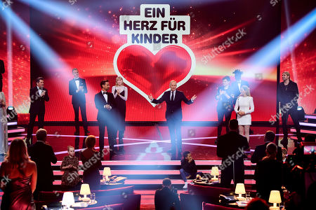 epa08865097 Presenter Johannes Baptist Kerner (C) hosts the 'Ein Herz Fuer Kinder' (lit: A Heart for Children) gala show in Berlin, Germany, 05 December 2020. German television channel ZDF and newspaper 'Bild' collected donations for children's charity organizations in Germany and the whole world. EPA-EFE/CLEMENS BILAN / POOL