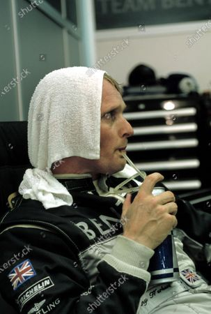 Le Mans, France. 14th - 15th June 2003. Johnny Herbert cools down after his stint in the No. 8 Bentley. World Copyright: Mike Weston/LAT Photographic. Ref:  03LM35.