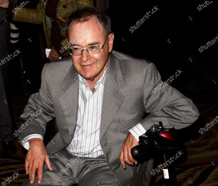 """Actor David Lander arrives at The National Multiple Sclerosis Society's 35th Annual Dinner of Champions in Los Angeles. Actor David L. Lander, who played the character of Squiggy on the popular ABC comedy """"Laverne & Shirley,"""" has died after a decades-long battle with multiple sclerosis, his wife said. He was 73"""