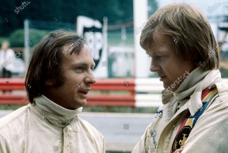 Ronnie Peterson chats to Chris Amon in the pits, portrait.  World Copyright: LAT Photographic. Ref:  P3A 01.