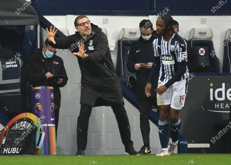 West Bromwich Albion's manager Slaven Bilic speaks to West Bromwich Albion's Romaine Sawyers during the English Premier League soccer match between West Bromwich Albion and Crystal Palace at the Hawthorns, West Bromwich, England