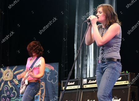 Brett Anderson and Allison Robertson of The Donnas perform