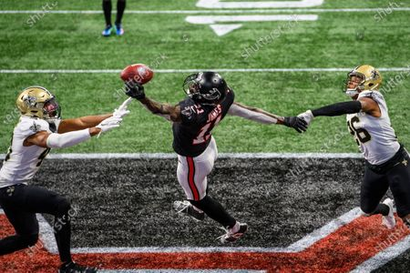 Atlanta Falcons wide receiver Julio Jones (11) can't make the catch as New Orleans Saints cornerback P.J. Williams (26) and free safety Marcus Williams (43) defend during the second half of an NFL football game, in Atlanta. The New Orleans Saints won 21-16