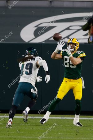 Stock Picture of Green Bay Packers tight end Robert Tonyan (85) catches a touchdown pass in front of Philadelphia Eagles linebacker Alex Singleton (49) during an NFL football game, Sunday, Dec 6. 2020, between the Philadelphia Eagles and Green Bay Packers in Green Bay, Wis
