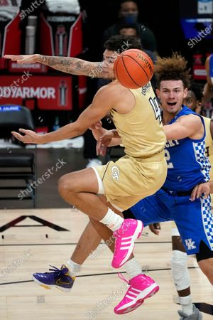 Kentucky guard Devin Askew, right, passes the ball as Georgia Tech guard Jordan Usher, left, defends during the second half of an NCAA college basketball game, in Atlanta