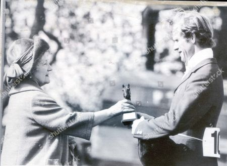 The Queen Mother (dead 3/2003) In 1982 Richard Meade Receives The Trophy From The Queen Mother After Winning Badminton Horse Trials Riding Speculator Iii.