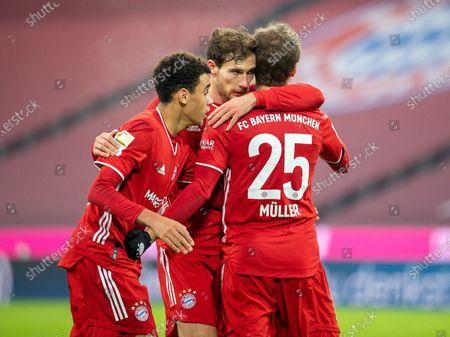 Thomas Muller #25 (FC Bayern Muenchen) zum 3:3, Leon Goretzka #18 (FC Bayern Muenchen), Chris Richards #41 (FC Bayern Muenchen),