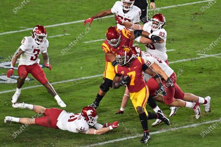 Los Angeles, CA.USC Trojans running back Stephen Carr #7 runs in action during the second quarter the NCAA Football game between the USC Trojans and the Washington State Cougars at the Coliseum in Los Angeles, California..Mandatory Photo Credit: Louis Lopez/CSM