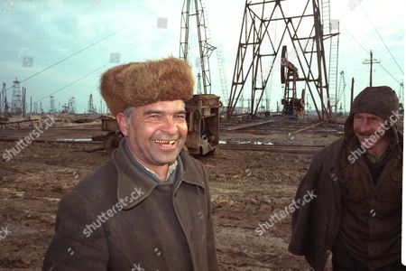Baku Oil Boom Town Of Azerabijan Shows Oil Workers For Ann Leslie Feature
