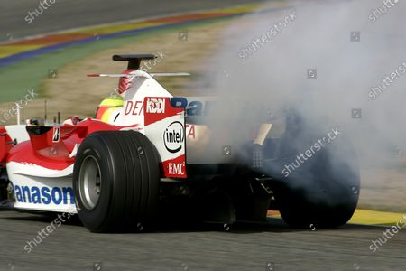 Formula One Testing Valencia, Spain 29th February 2006 Ralf Schumacher, Toyota TF106. engine blows up. Action. World Copyright: Andrew Ferraro/LAT Photographic Ref: Digital Image Only.