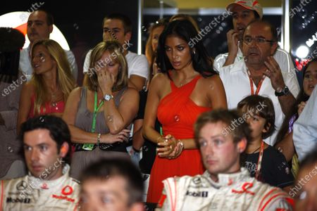 Interlagos, Sao Paulo, Brazil 2nd November 2008 Nicole Sherzinger, girlfriend of Lewis Hamilton, leads the prayers for the right result for his friends and family in the McLaren garage. Portrait.  World Copyright: Steven Tee/LAT Photographic
