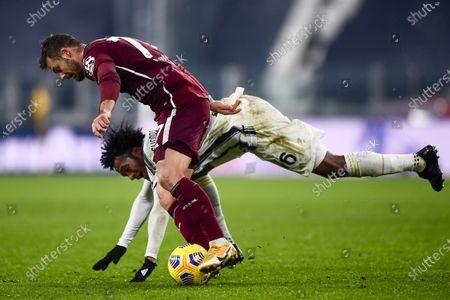"Karol Linetty (Torino) Juan Guillermo Cuadrado Bello (Juventus)            during the Italian ""Serie A"" match between Juventus 2-1 Torino  at  Allianz Stadium in Torino, Italy."