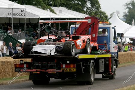 2006 Goodwood Festival of Speed. Goodwood Estate, West Sussex. 7th - 9th July 2006. DON BELL CRASHED THE LOLA CHEVY T163A World Copyright: Gary Hawkins/LAT Photographic.