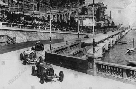 """Monte Carlo, Monaco. 14th April 1929. """"Georges Philippe"""" (real name Baron de Rothschild, Bugatti T35C) leads Rudolf Caracciola (Mercedes-Benz SSK) in Tabac corner. They finished in 4th and 3rd positions respectively, action. World Copyright: LAT Photographic Ref: Autocar Used Pic 19th April 1929 Pg 793."""