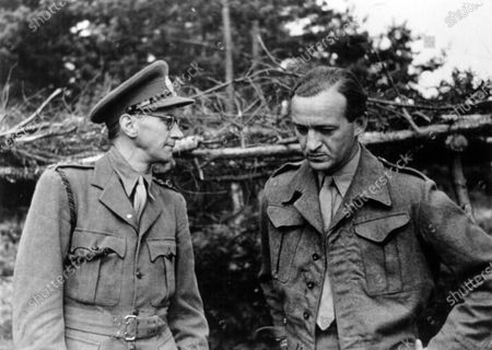 """1943 Portraits. Capt. Robert Fellowes (left) with David Niven on set for """"The Way Ahead"""", portrait. World Copyright: Robert Fellowes Collection/LAT Photographic Ref: 43VAR01"""