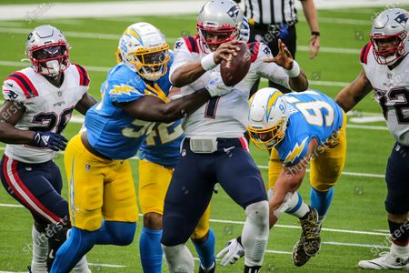 Inglewood, CA, Sunday, December 6, 2020 - Los Angeles Chargers outside linebacker Kenneth Murray (56) tackles New England Patriots quarterback Cam Newton (1) at SoFi Stadium. (Robert Gauthier/ Los Angeles Times)
