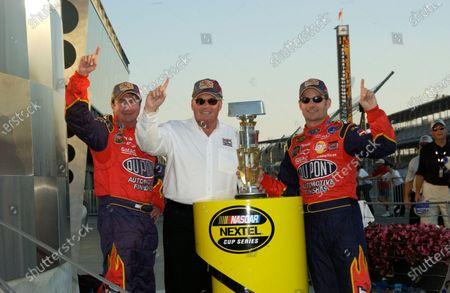 06-08 August, 2004, Indianapolis Motor Speedway, Indiana, USA, Robbie Loomis,Rick Hendrick and Jeff Gordon, Copyright-Robt LeSieur 2004 USA LAT Photographic