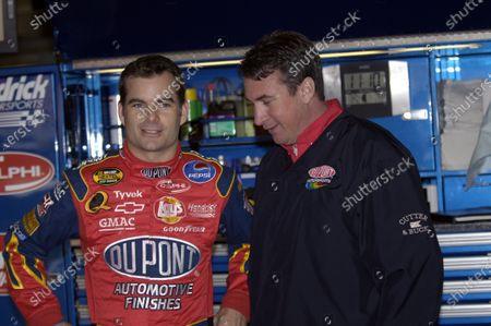 15-17 April, Texas Motor Speedway, Texas, USA, 2005 Jeff Gordon with crew chief Robbie Loomis, World Copyright-Robt LeSieur 2005 USA