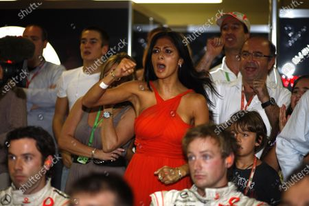 Interlagos, Sao Paulo, Brazil 2nd November 2008 Nicole Sherzinger, girlfriend of Lewis Hamilton, leads the cheers for the right result for his friends and family in the McLaren garage. Portrait.  World Copyright: Steven Tee/LAT Photographic