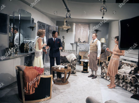 Susannah York, Sacha Distel, Ronald Fraser and Joan Collins.