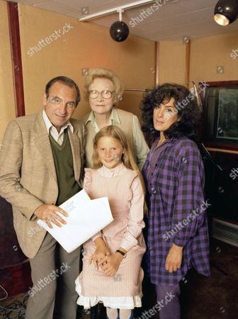 Leonard Rossiter, Joan Sanderson, Giselle Andrews and Eleanor Bron.