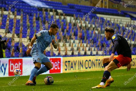 Gustavo Hamer of Coventry City under pressure from Harry Cornick of Luton Town