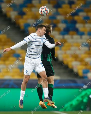 Dynamo Kyiv's Carlos de Pena, left, and Ferencvaros' Gergo Lovrencsics challenge for the ball during the Champions League Group G soccer match between Dynamo Kyiv and Ferencvaros at the Olimpiyskiy Stadium in Kyiv, Ukraine