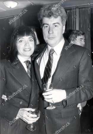 **this Image Has Not Yet Been Indexed By The Library. If In Any Doubt About Copyright Caption Or Fee Contact Library Or Picture Desk ** Pkt1349 - 48686 Ken & Barbara Follett 1986 The Sartorial Twins Ken And Barbara Follett. That Excruciating Feeling When You Go To A Party And Find Someone Else Wearing The Identical Outfit Did Not Apply To Attractive Raven-haired Barbara Broer Who Turned Up At A Publishing Gathering In The Same Sort Of Suit As Multi-millionaire Author Ken Follet. Follett 36 Left His Wife Of 17 Years Mary From Whom He Has Two Children After Meeting Barbara At A Labour Party Meeting - She Is A Former Election Candidate And Follett A Staunch Party Member.