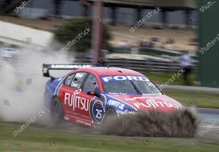 2005 Australian V8 Supercars Sandown, Melbourne, Australia. 10th - 11th September. Owen/Matthew White (Fujitsu Racing Ford Falcon BA). leave the circuit.  Action. World Copyright: Mark Horsburgh/LAT Photographic