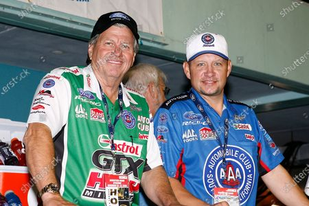 20-21 November, 2009, Homestead, Florida USA John Force and Robert Hight ©2009, LAT South, USA LAT Photographic