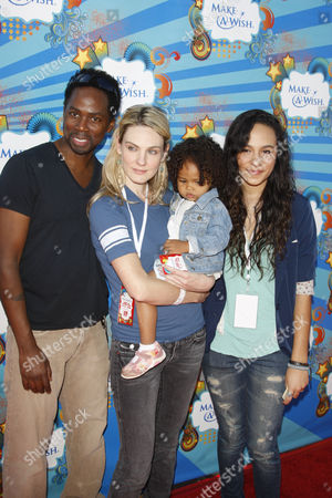 Harold Perrineau and wife Brittany with daughters Aurora and Wynter