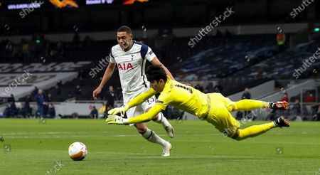 Carlos Vinicius of Tottenham Hotspur  attacks as Alireza Beiranvand of Royal Antwerp dives at his feet