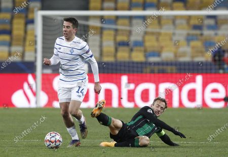 Carlos de Pena (l) of Dynamo and Gergo Lovrencsics (r) of Ferencvaros in action during the UEFA Champions League group G football match at the Olimpiyskiy stadium