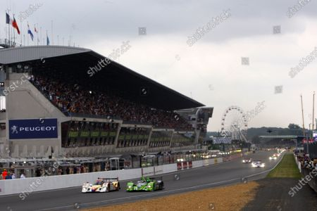 Circuit de La Sarthe, Le Mans, France. 6th - 13th June 2010. Andrea Bellichi / Jean-Christophe Boullion / Guy Smith, Rebellion Racing, No 13 Lola-Judd B10/60, and David Brabham / Marino Franchitti / Marco Werner, Highcroft Racing, No 26 HPD ARX-01c, drag race to the first corner. Action. Starts. World Copyright: Alastair Staley/LAT Photographic Digital Image _O9T9176 jpg