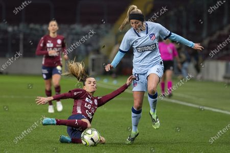 Servette's defender Amandine Soulard, left, fights for the ball with Atletico Madrid's forward Toni Duggan, right, during the UEFA Women's Champions League, Round of 32 first leg soccer match between Servette FC Chenois Feminin and Atletico Madrid, in Geneva, Switzerland, 09 December 2020.