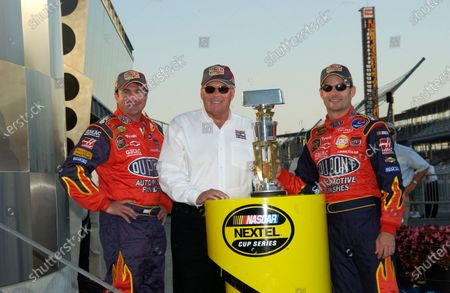 06-08 August, 2004, Indianapolis Motor Speedway, Indiana, USA, Robbie Loomis, Rick Hendrick and Jeff Gordon, Copyright-Robt LeSieur 2004 USA LAT Photographic