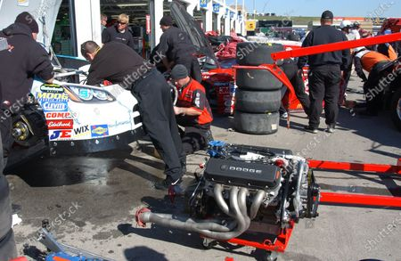 Stock Picture of October 07-09, Kansas Speedway, USA, 2005, The Kasey Kane crew gets ready to place a powerplant into the backup car, 2005 Copyright©Robt LeSieur USA  LAT Photographic
