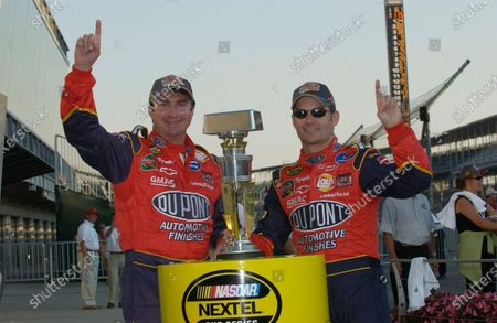 06-08 August, 2004, Indianapolis Motor Speedway, Indiana, USA, Robbie Loomis and Jeff Gordon, Copyright-Robt LeSieur 2004 USA LAT Photographic