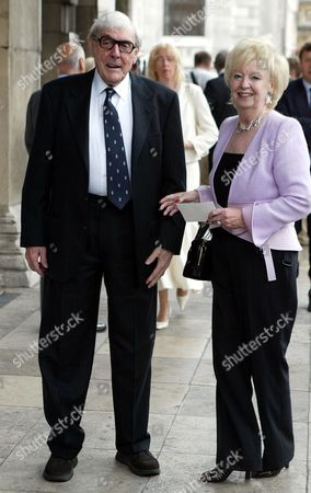 Eric Sykes Arrives For Sir John Mills' Memorial Service At St Martin-in-the-fields London.