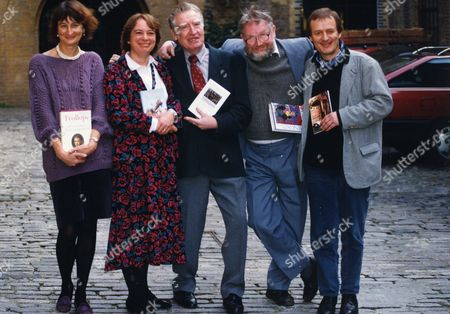 1992 Whitbread Book Prize Winners. Ltor Victoria Glendinning Gillian Cross Jeff Torrington (died May 2008) Alasdair Gray And Tony Harrison. They Are Holding Copies Of Their Prize Winning Books.