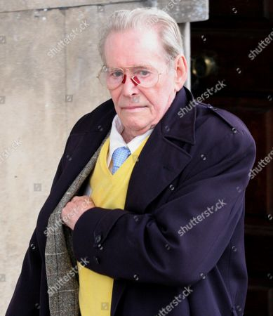 Peter O'toole Arrives For Sir John Mills' Memorial Service At St Martin-in-the-fields London.