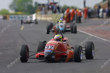 2001 Formula Ford Championship Croft, England. 29th - 30th May 2001. Robert Urquhart, Alain Menu Motorsport. World Copyright: Peter Spinney/LAT Photographic