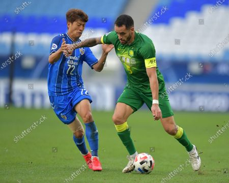 Renato Augusto (R) of Beijing in action against Lee Chung-Yong (L) of Ulsan during the AFC Champions League Quarter Finals match between Ulsan Hyundai FC and Beijing FC at the Al-Janoub Stadium in Al-Wakrah, Qatar, 10 December 2020.